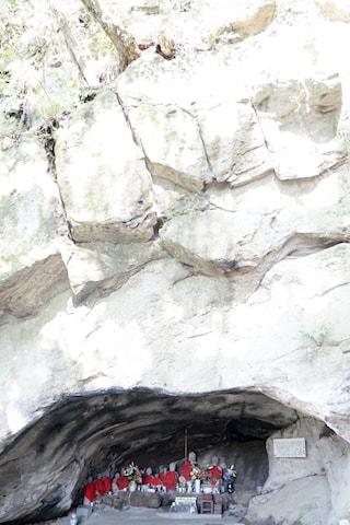 buddha cave Mifuneyama Rakuen