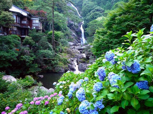 Kyushu Mikaeri no Taki waterfall